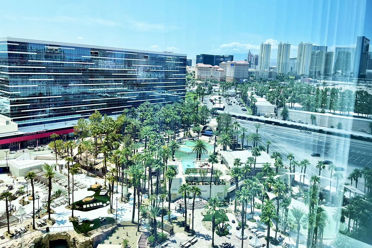 ENNN BEACH pool Las Vegas