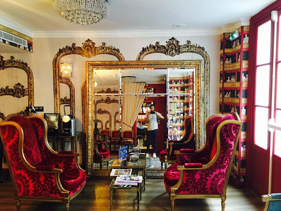 salon de l'Hôtel Sacha à Paris 9