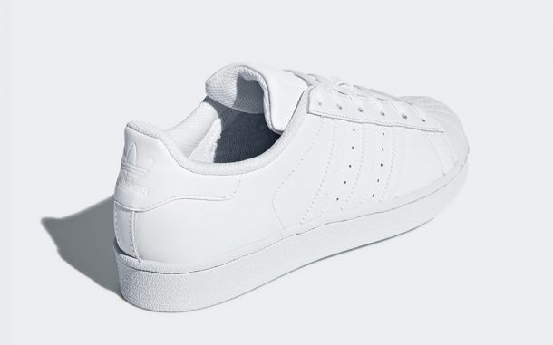 basktes blanches vintage adidas homme