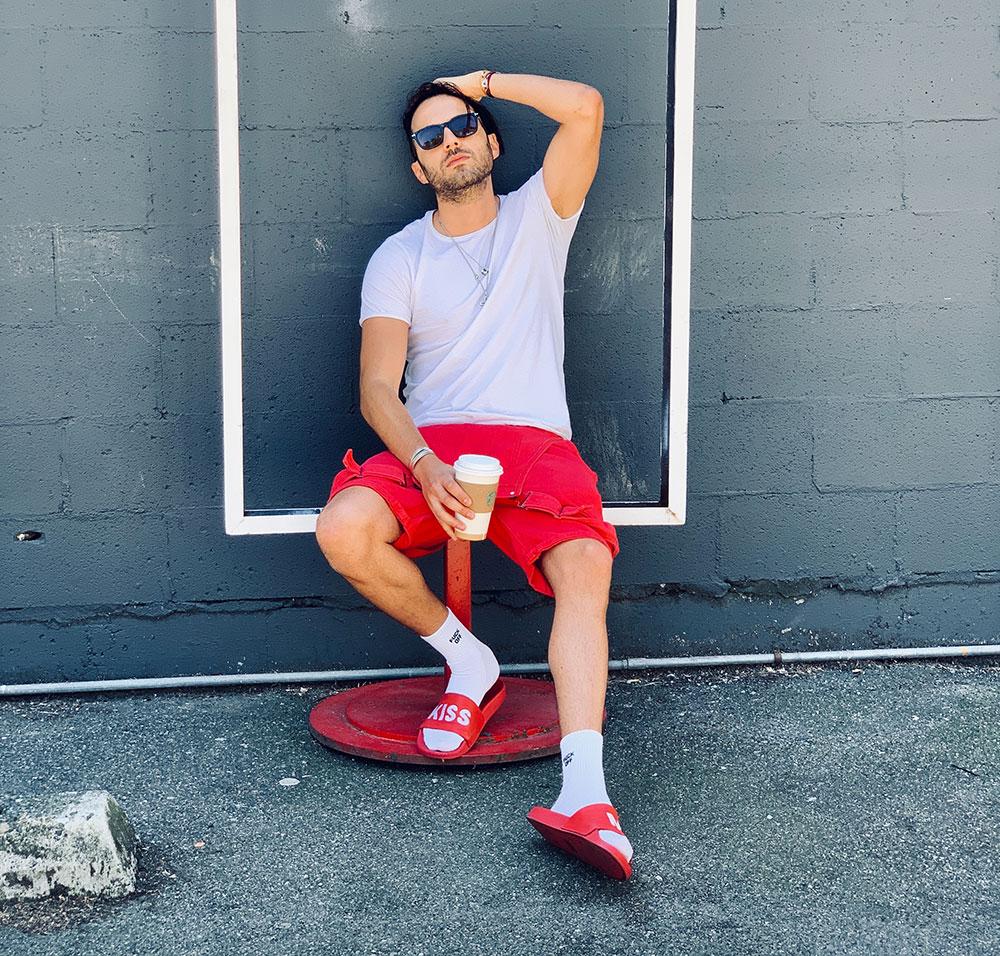mode claquettes chaussettes Adidas Rouges