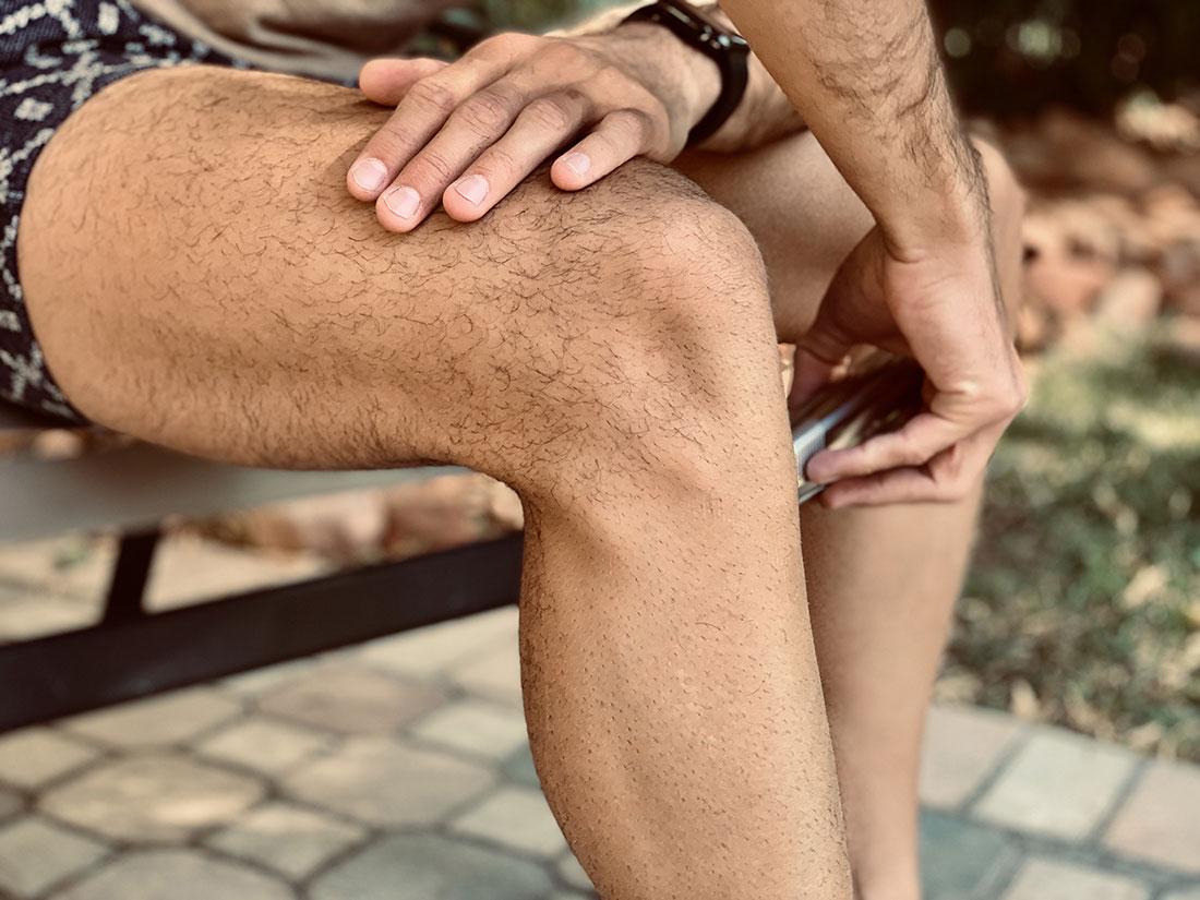 Comment se raser les jambes quand on est un homme ?