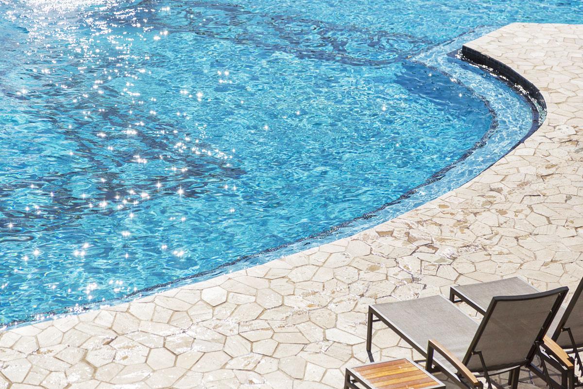 Béton imprimé piscine